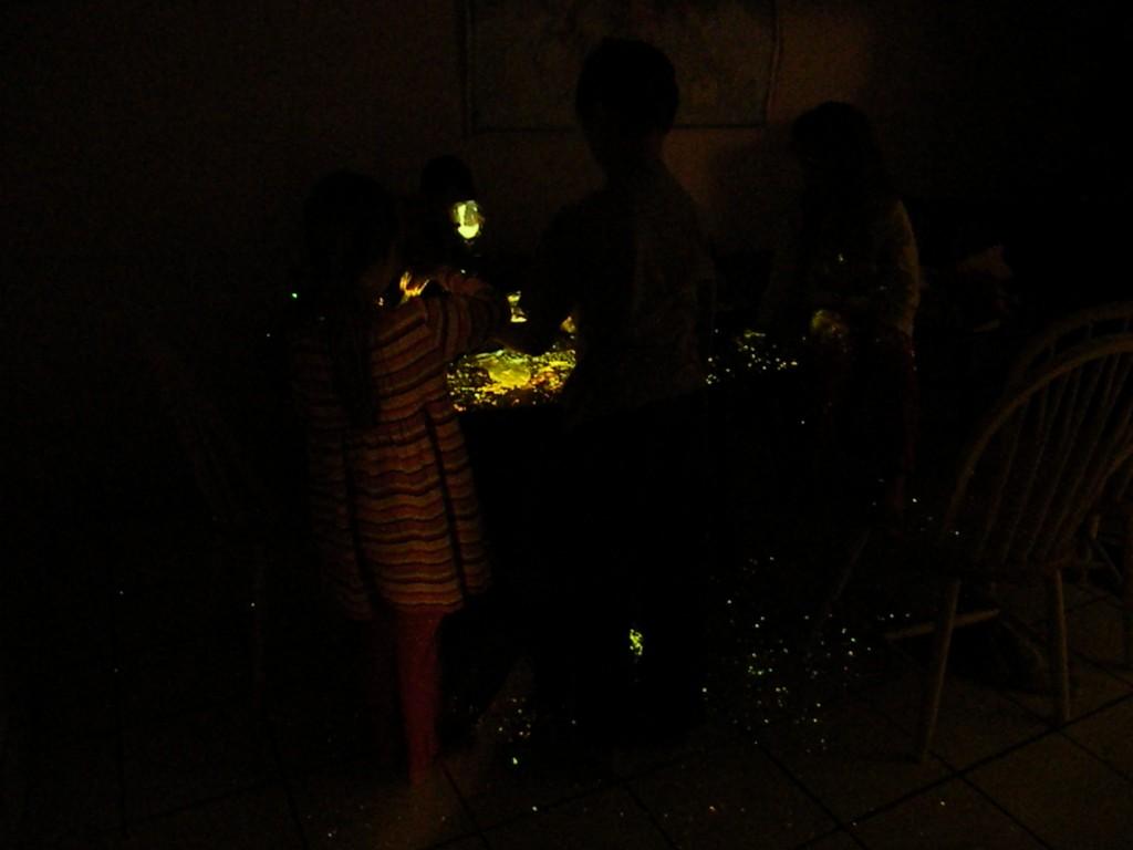 Crayola Glow Sand Explosion